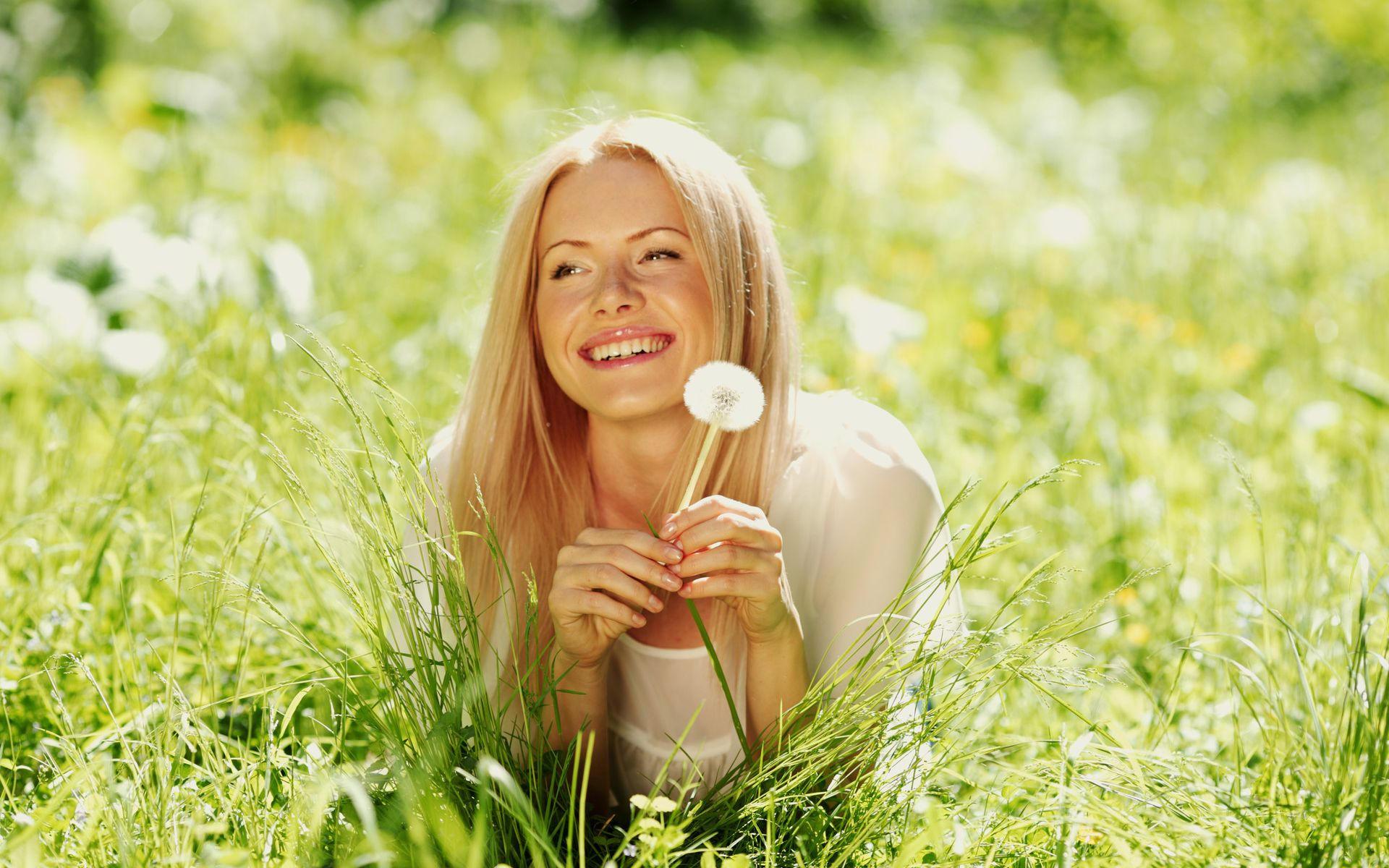Праздником, счастливая женщина смешные картинки