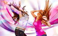 Девушки танцуют