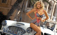 Фото модели с дорогим авто