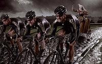 Велосипедисты в упряжке колесницы