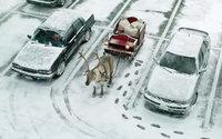 Упряжка саней  Санты с подарками на зимней улице