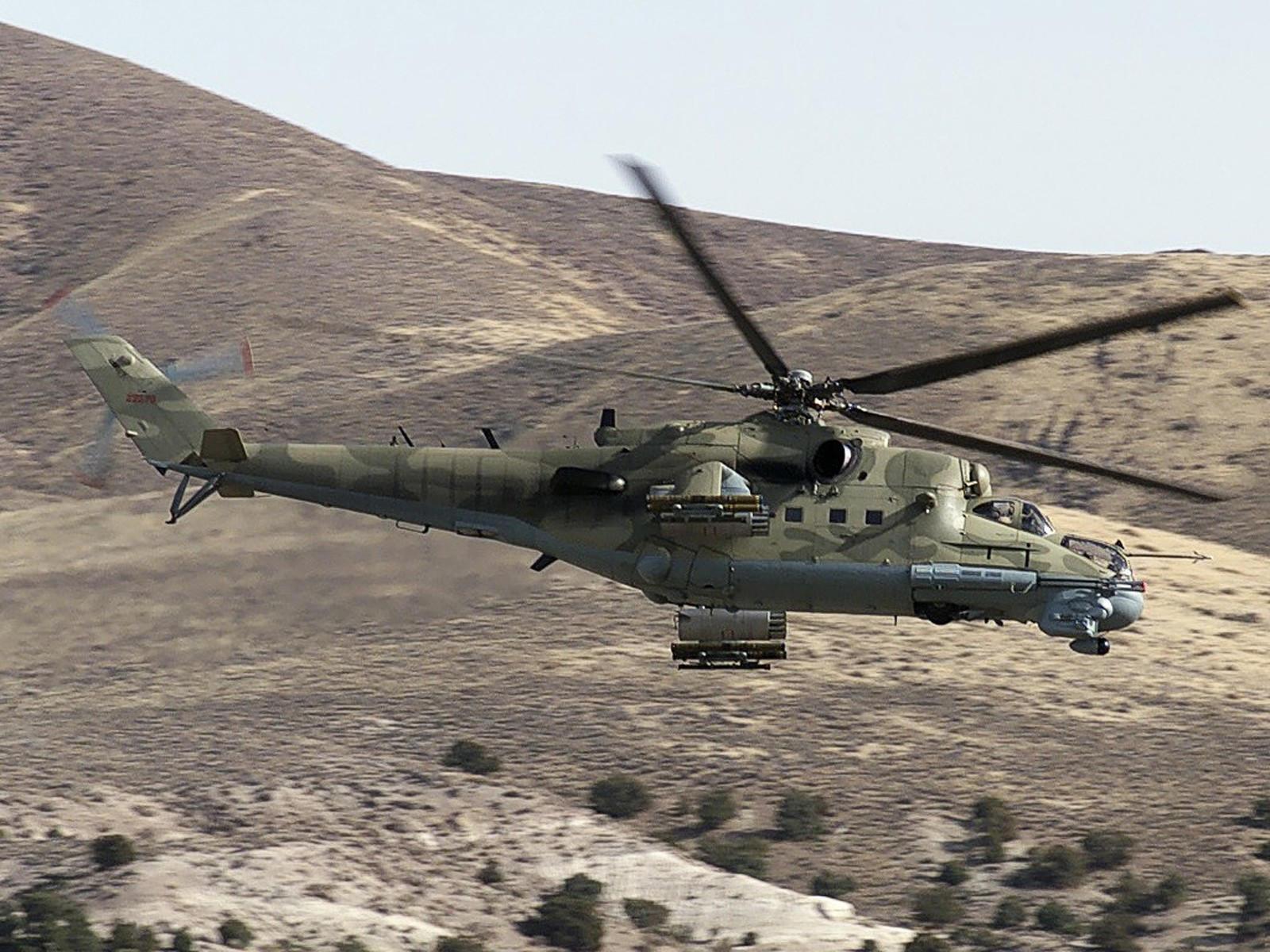Вертолет Ми-24 в горах