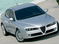 Автомобиль Alfa Romeo на фотографии. Обои с автомобилями Alfa Romeo