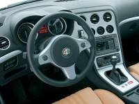 Изящная машина Alfa Romeo на фотографии. Обои с автомобилями Alfa Romeo