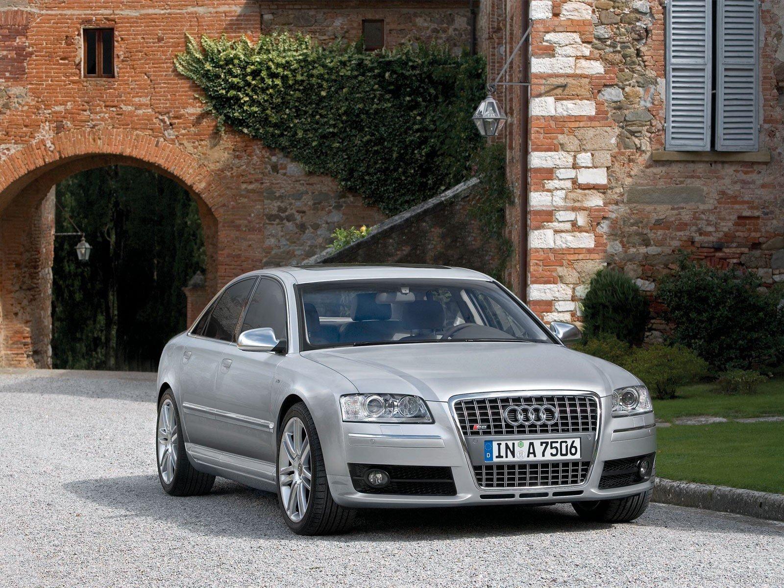 Машина Audi на халявной картинке, Нажмите на картинку с обоями автомобиля audi, чтобы просмотреть ее в реальном размере