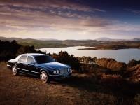 Машина Бентли на качественной фотообои. Обои с автомобилями Bentley