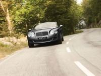 Изящный автомобиль Bentley на фотообои. Обои с автомобилями Bentley