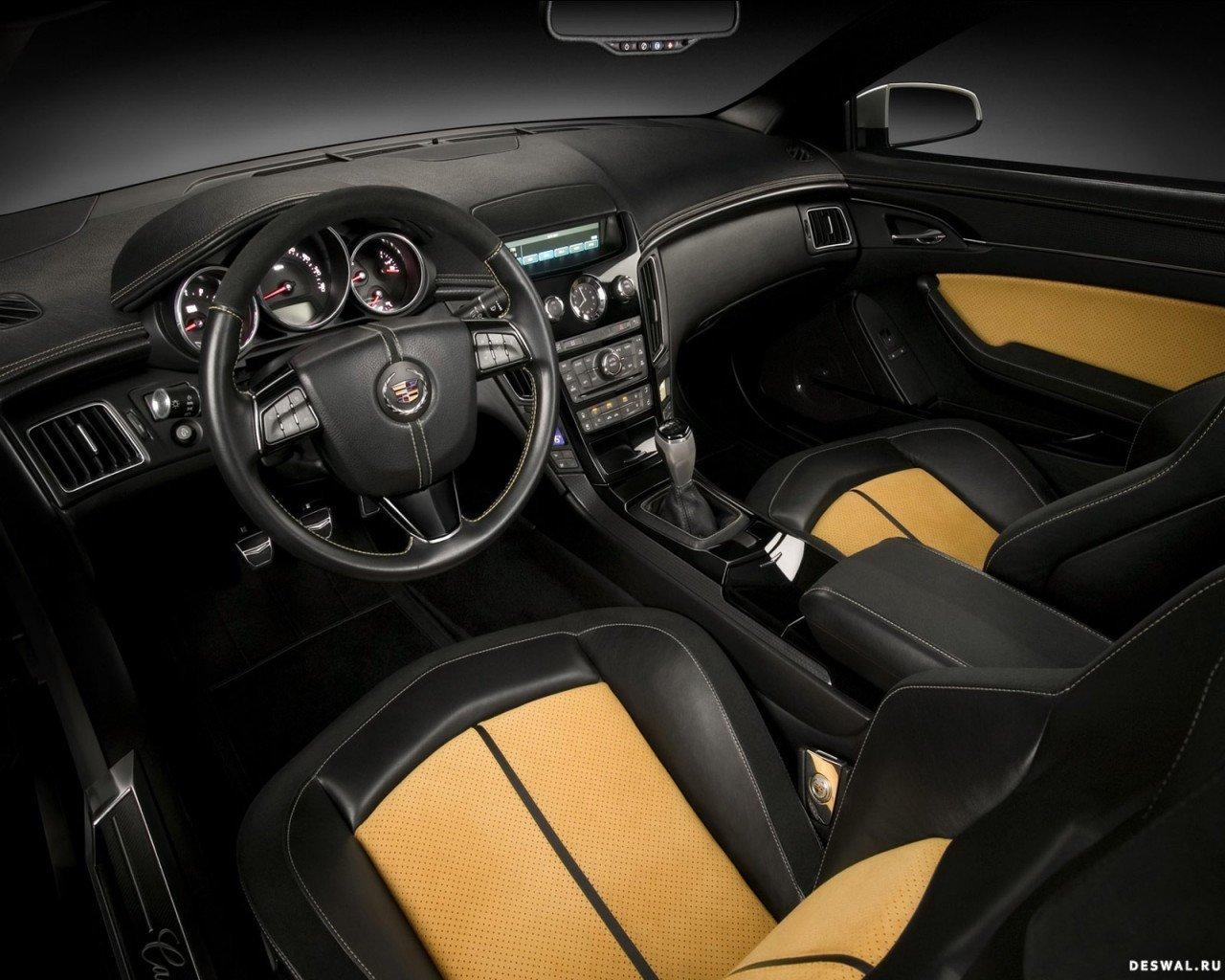 Автомобиль Cadillac на отличной фотообои, Нажмите на картинку с обоями автомобиля cadillac, чтобы просмотреть ее в реальном размере