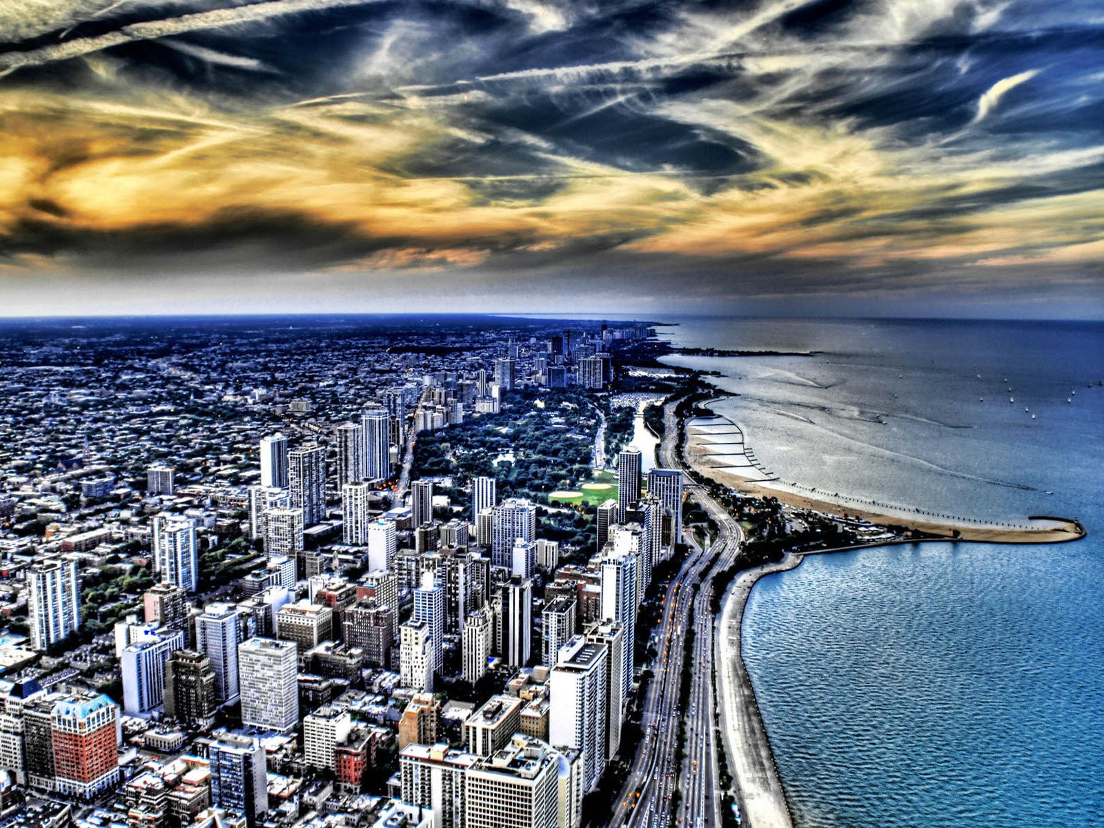 Город на берегу океана