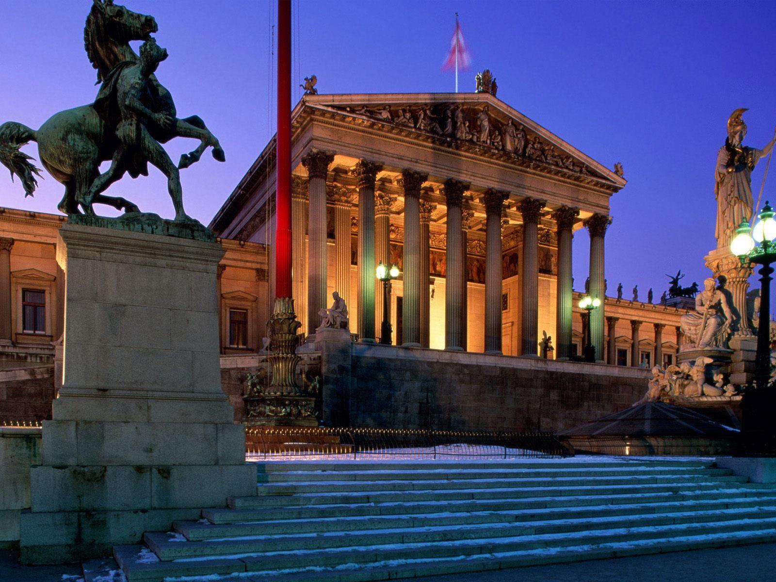 Здание парламента в Вене