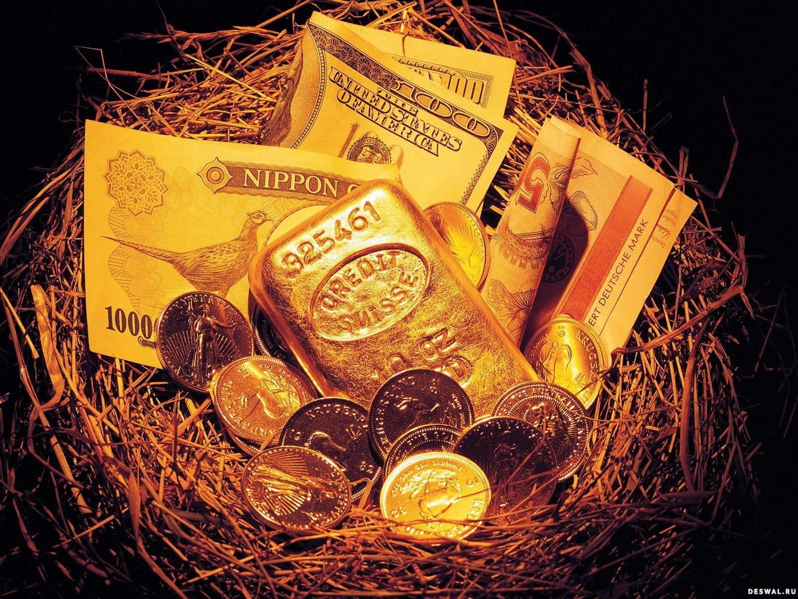 Деньги с золотыми монетами