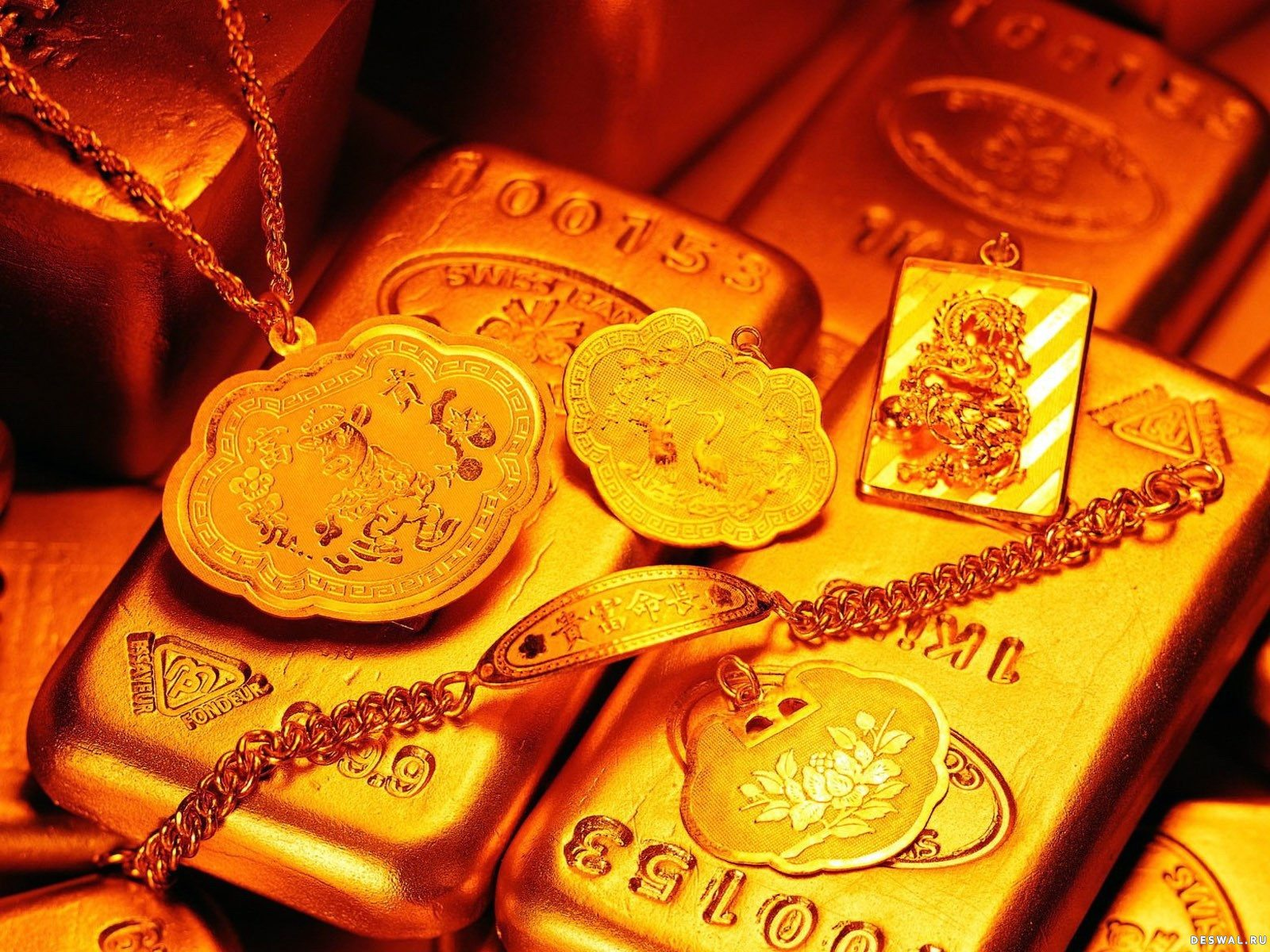 Золотые украшения со слитками