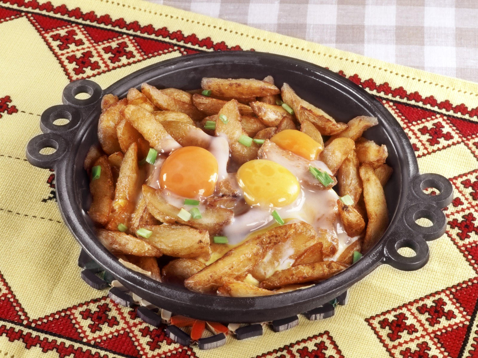 Картошка с глазуньей