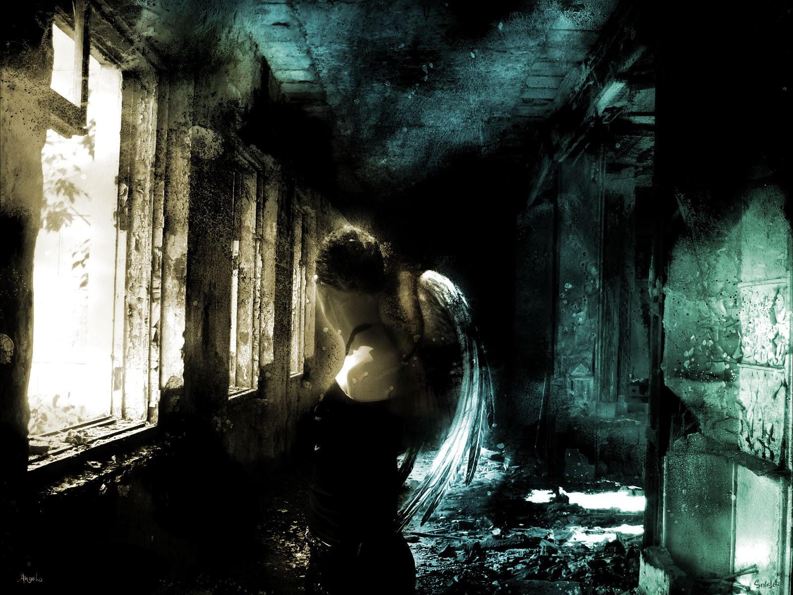 Арт - в мрачном коридоре