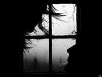 Двое у темного окна