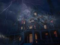 Дом и молния ночью