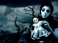 Гот с куклой в руках