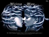 Две медузы горгоны целуются