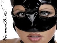 Девушка в чёрной латексной маске