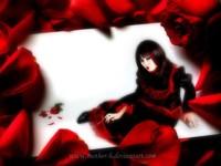 Темная женщина и красные розы