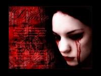 Кровавые слезы на щеках
