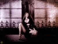 Стройная готичная дама на шпильках