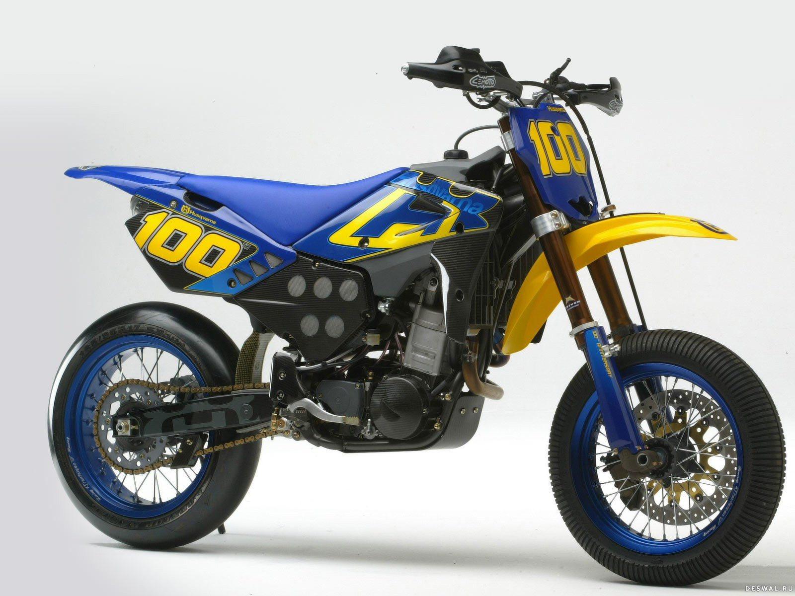 Мото Хускварна на отличной фотографии.. Нажмите на картинку с обоями мотоцикла huqvarna, чтобы просмотреть ее в реальном размере