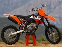 Мото КТМ на халявной обои. Обои мотоцикла KTM