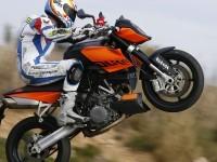 KTM на отличной картинке. Обои мотоцикла KTM