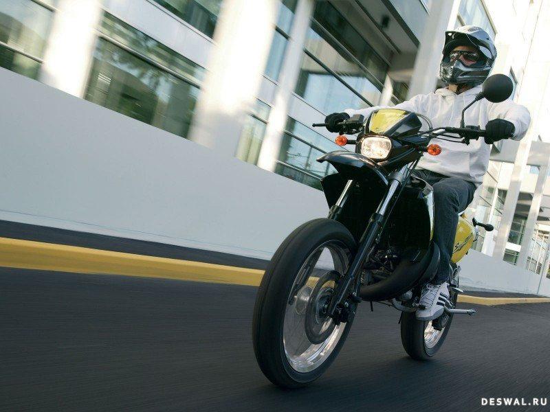 МБК на хорошей фотографии. Нажмите на картинку с обоями мотоцикла mbk, чтобы просмотреть ее в реальном размере
