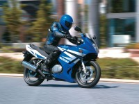 Suzuki на качественной фотографии. Обои мотоцикла Suzuki