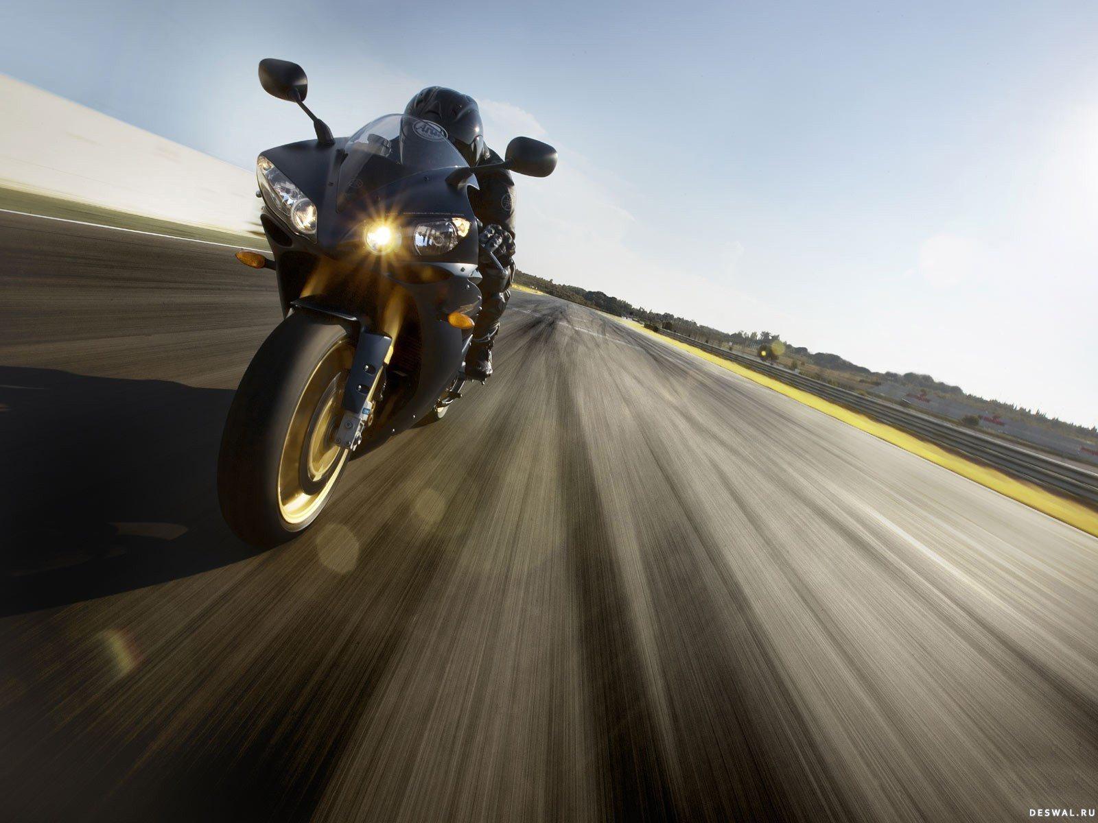 где картинки уезжающего мотоцикла что через