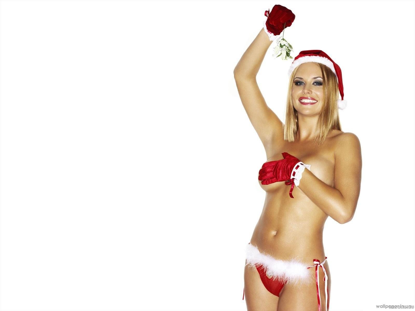 Девушка в новогоднем костюме