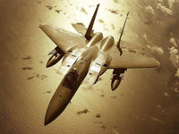 Самолёт F18 летит над океаном