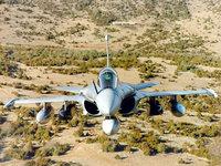 Истребитель Дассо «Мираж» 2000 над пустыней
