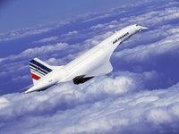 Самолёт Конкорд над облаками