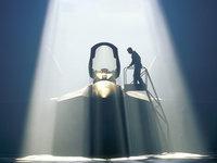 Пилот F 22 Raptor Military у кабины