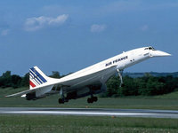 Самолёт concorde на взлете с полосы