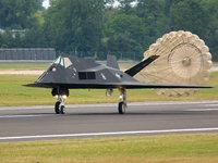 F-117 Nighthawk самолёт-невидимка раскрывает парашют