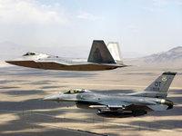Два военных истребителя F22-Raptor и F-16
