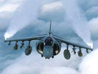 Военный штурмовик в небе