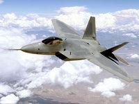 Самолёт F-22 летит в небесах