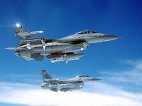 Два F16 Falcons с ракетами
