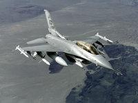 Самолёт Истребитель F-16 над землей