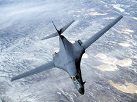 B-1 Лансер сверхзвуковой бомбардировщик