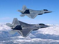 Два истребителя F-22 Raptor над горами