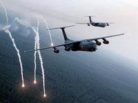 Самолёты пускают ракеты над лесами