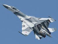 Самолёт истребитель Су-27 в полёте