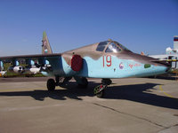 Военный самолёт на площадке