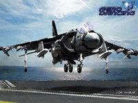 Со взлетной полосы авианосца взлетает самолёт